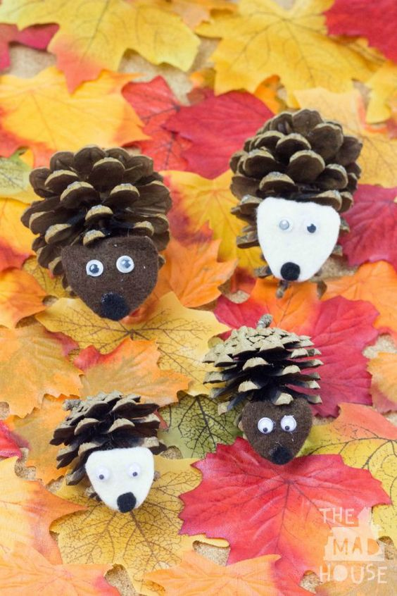 Make these quick + easy autumn fall kids crafts in under 30 minutes with basic supplies! No special tools or skills are needed, so ANYONE can get crafty!: