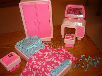 Huge lot 1978 barbie dream house bedroom furniture vanity for Barbie dream house bedroom