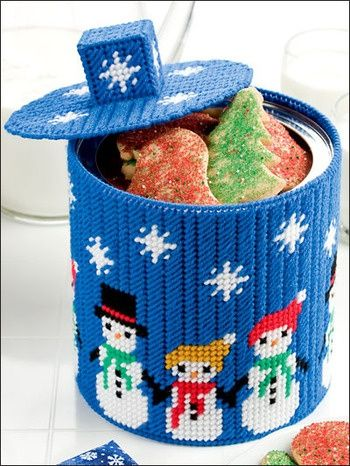 Jars cookie jars and plastic canvas on pinterest for Snowman pocket tissues