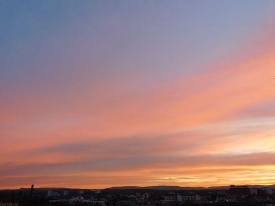 Der ganze Himmel wurde von diesen Farben-Flammen gefüllt ...