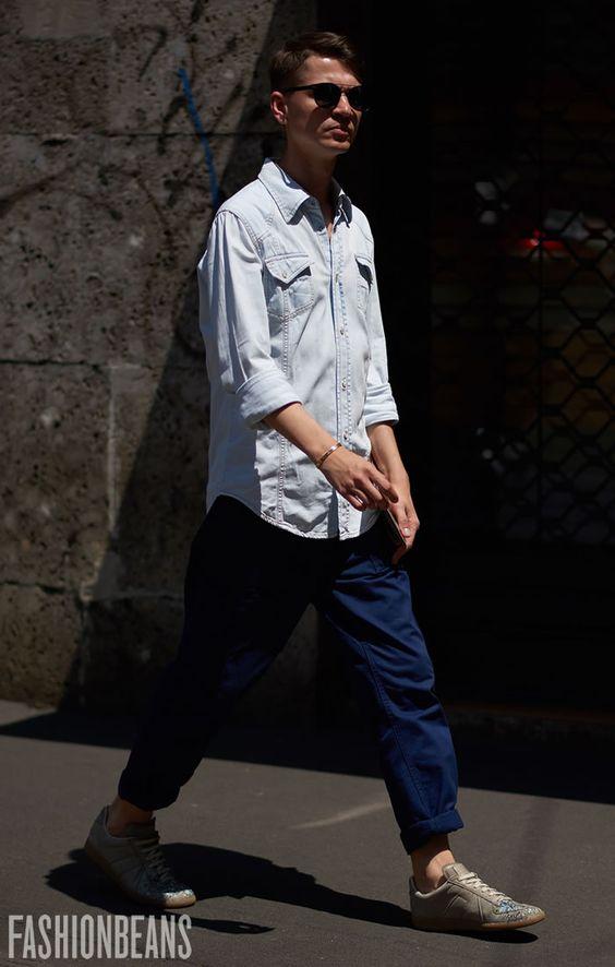 デニムシャツを使った海外メンズコーデ