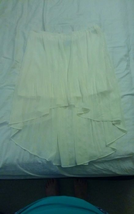 White pleated hi-lo skirt