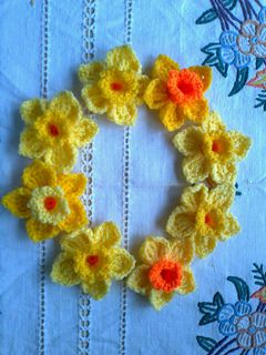 Knitted Daffodil Brooch Pattern : Daffodil Brooch/pin - Free crochet pattern by Julie Kyle. These would look gr...