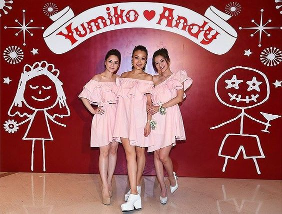 Gillian Chung L Charlene Choi R Of Hong Kong Group Twins And Singer Joey Yung Pose During Yumiko Cheng S Wedding Feast In Chin