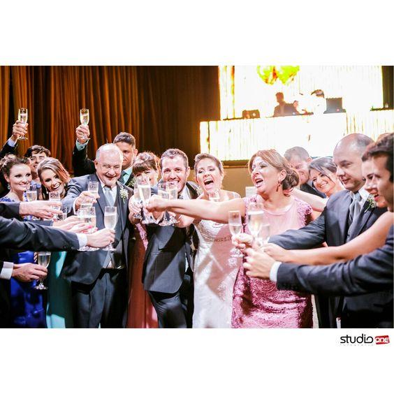 ❤❤ . . . . . . . . ❤  #fotografia #fotografiadecasamento #fotografiadecasamentocuritiba #casamento #casamentocuritiba #noivos #noiva #wedding #weddingbrasil #vestidodenoiva #weddinginspiration #photografy #weddingdress #weddingandlove #weddingphotografer #weddingday #weddingphotografy #weddingpics #photos #photografer #vestidadenoiva #noivadoano #noivascuritiba #weddingidea #inesquecivelcasamento #weddinginspiration #noiva2017 #fotografiacasamento #fotografocuritiba #casamentosrea