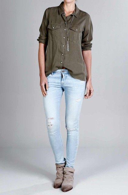 Camisa femenina con bolsillos en el frente y detalles con lentejuelas y taches e. Compra en la tienda On line tennis.com.co - tennis