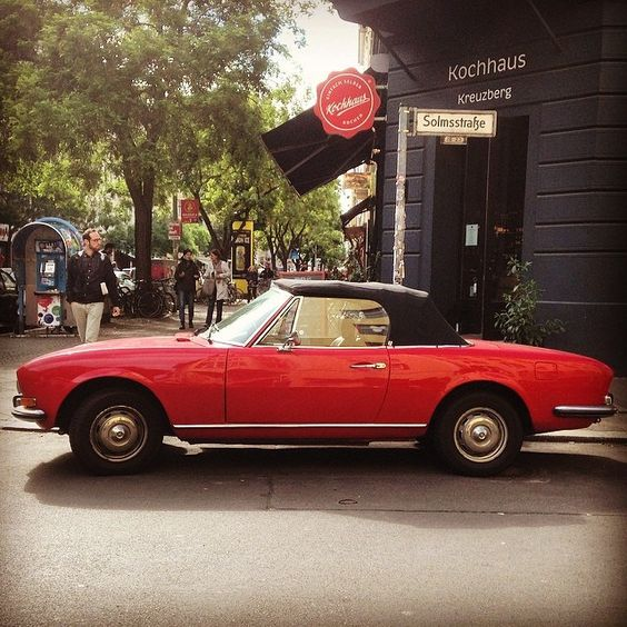 This '70s Peugeot 504GL makes our neighborhood more beautiful. Designed by Aldo Brovarone of Pininfarina