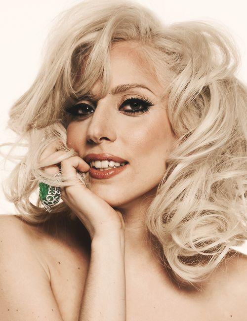 OMG! Lady Gaga looks so pretty!