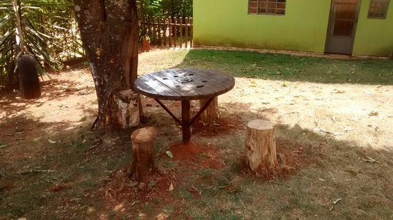 Mesa de material reciclável.