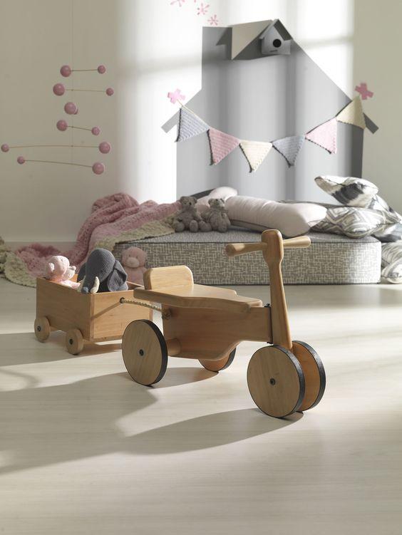 Bici Machine. Os brinquedos de madeira tem uma aura nostálgica, um doce mergulho no passado!