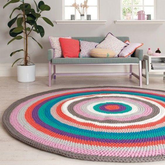 Veja nossa seleção com 52 fotos de tapetes de crochê (barbante) lindos e inspiradores. Aplicação em diversos ambientes.: