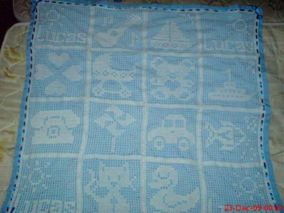 Minha primeira manta feita em crochê file. Esquema planejado e executado por mim.  Trabalho finalizado.