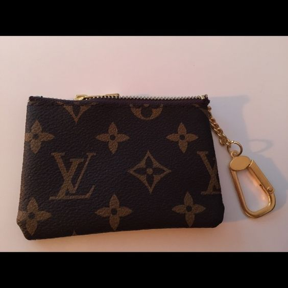 Coin Key Pouch New but the zipper will not work and the key clasp will not open. Not real. To avoid returns please understand what condition you are buying this in...any questions please ask still a good look for a decoration on your keys LV Other