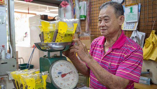 Chợ trong khu Chinatown có bán nhiều loại động vật như ếch, rùa, cá đuối