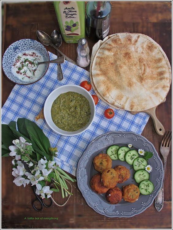 A little bit of everything: Фалафели с млечен сос и сос от тахан и левурда