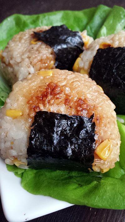 Onigiri de maïs grillé à la sauce soja { vegan}