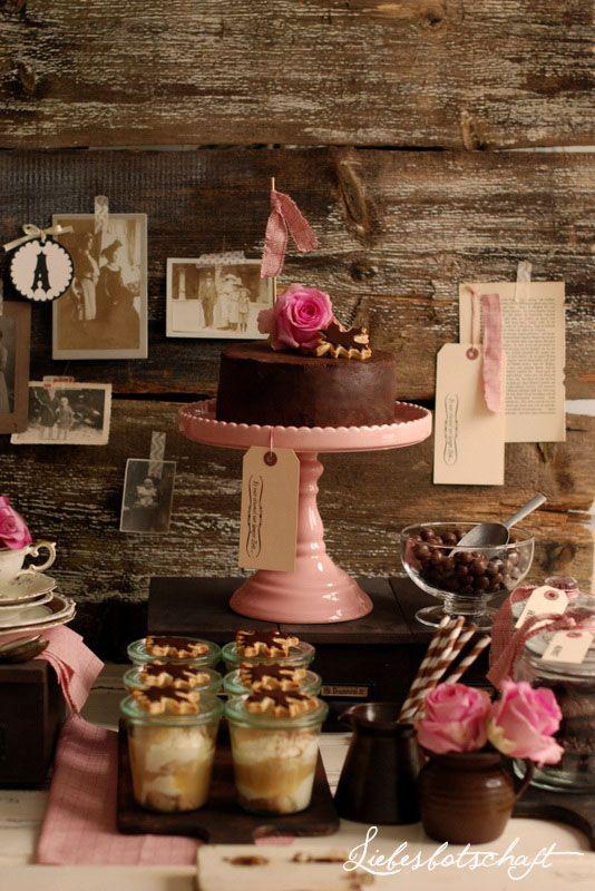 Ich habe meine Freundin mit einem kleinen vintage tea-sweet table zu ihrem Geburtstag überrascht :-).  Just enjoy!                        ...