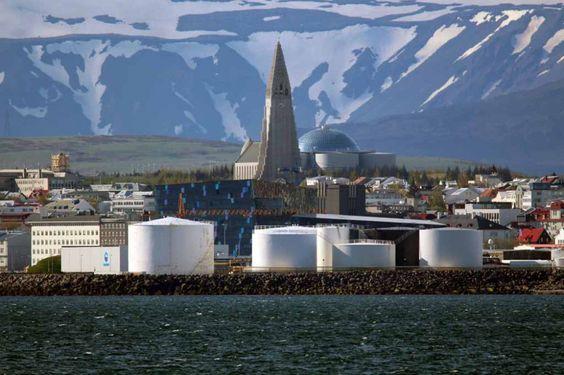 Einmal Spitzbergen und zurück | Silhouette von Reykjavik (c) Frank Koebsch (2)