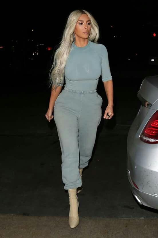 Kim Kardashian out in L.A / november 28, 2017