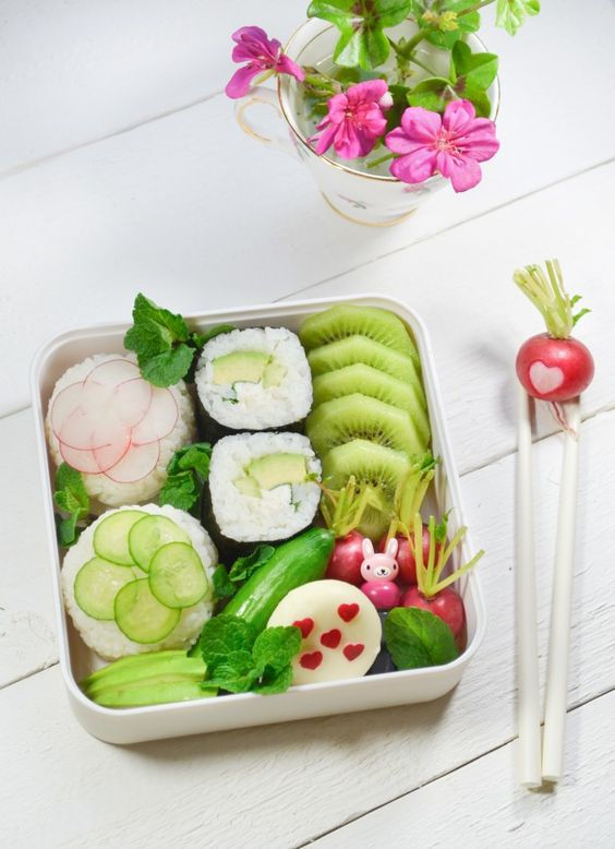 Valentine's day Bento : maki and onigiri