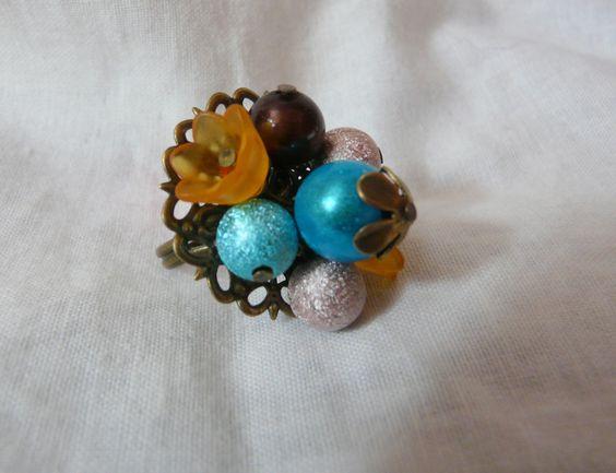 Bague plateau fleur bronze avec perles et fleurs lucite - orange - turquoise - : Bague par sandrine-fr