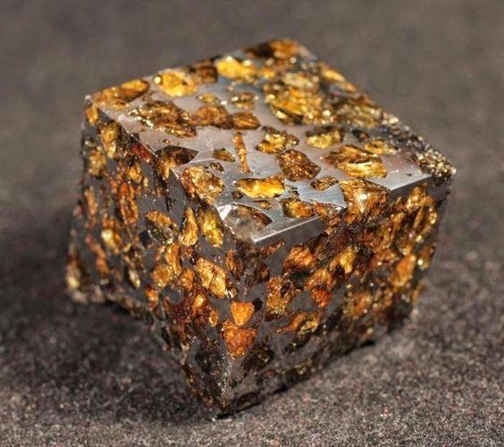 28. Meteorito Pallasite