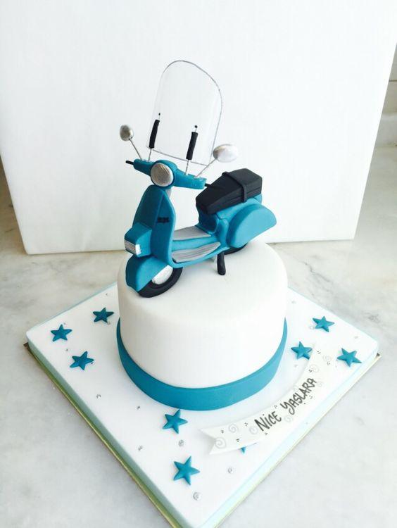Vespa cake  torta tema moto  Pinterest  Vespas y Tartas