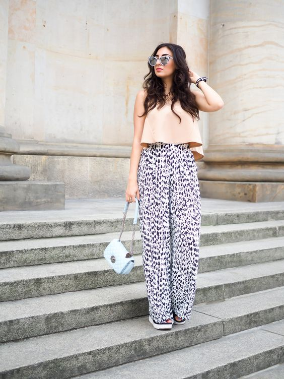 berlin fashion week outfit printed palazzo pants parallel lines croptop nude shirt wide marlene. Black Bedroom Furniture Sets. Home Design Ideas