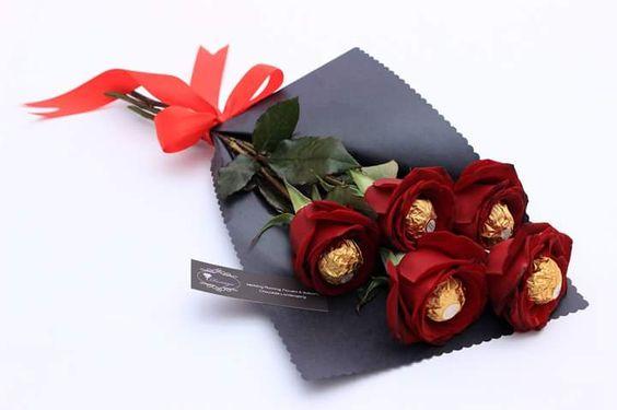 a9535fc8147b3fb0a8f232be8829d351 عبارات عيد الحب للاصدقاء 2017  اجمل عبارات عن عيد الحب للاصدقاء