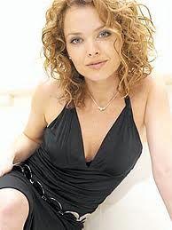 9 Dina Meyer
