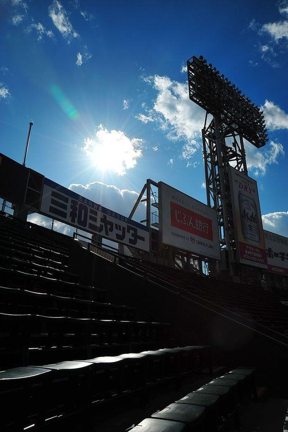青空とかっこいい甲子園球場
