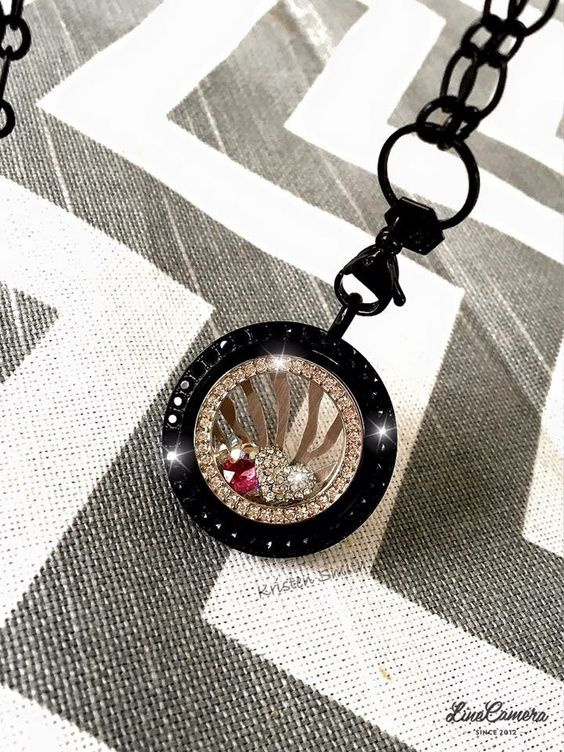 Simply beautiful!  www.charmingsusie.origamiowl.com