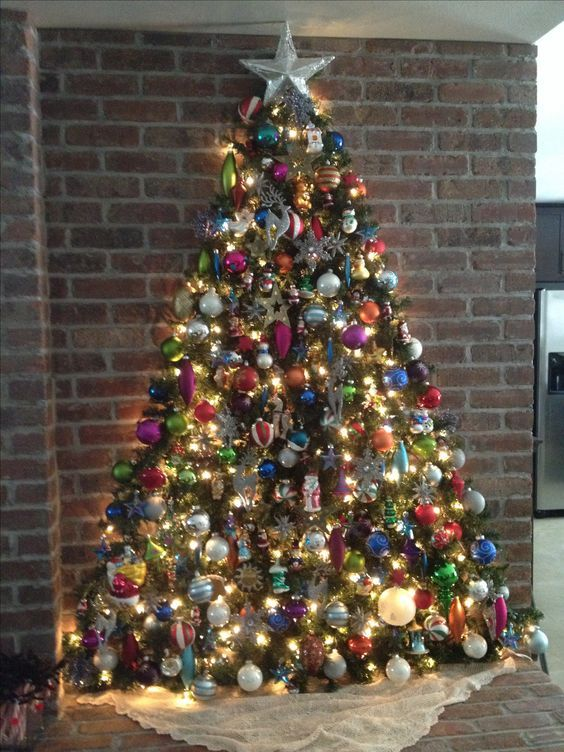 Amazing Christmas Wall Tree Of Garland Decorated With Colorful Ornaments Flat Christmas Tree Wall Christmas Tree Easy Christmas Decorations
