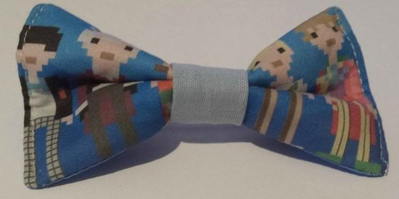 Hair bow made from Doctor Who fabric £5.00