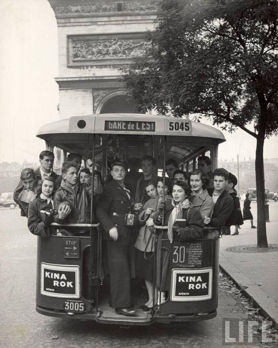 American teenagers in Paris 1952 (Gordon Parks)