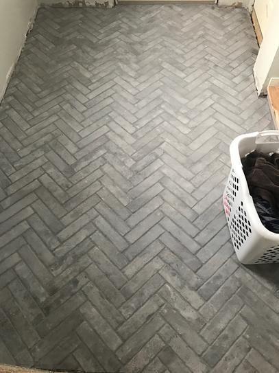 Laminated Flooring Floor Tile Looks Like Brick Wood Look Laminate Floors R Witherspoon Best Stone Look Laminate Fl Brick Tile Floor Brick Tiles Brick Flooring