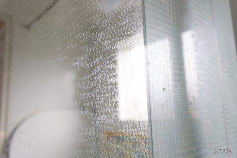 鏡の掃除はこれでピカピカ おうちにあるもので簡単キレイ 鏡 掃除