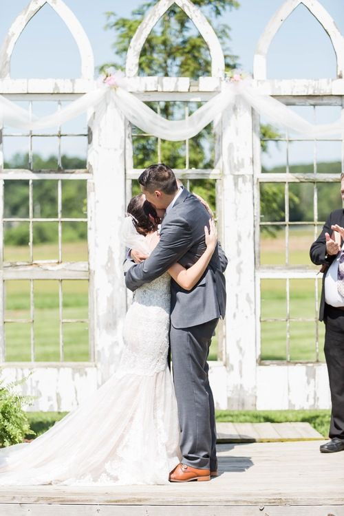 Nickajack Farms Summer Wedding Akron Ohio Wedding Photographer Wedding Photography Wedding Photography Examples Fun Wedding Photography