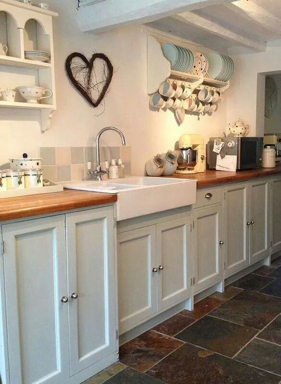 Farmhouse cottage style kitchen flagstone floor apron sink for Country kitchen floor ideas