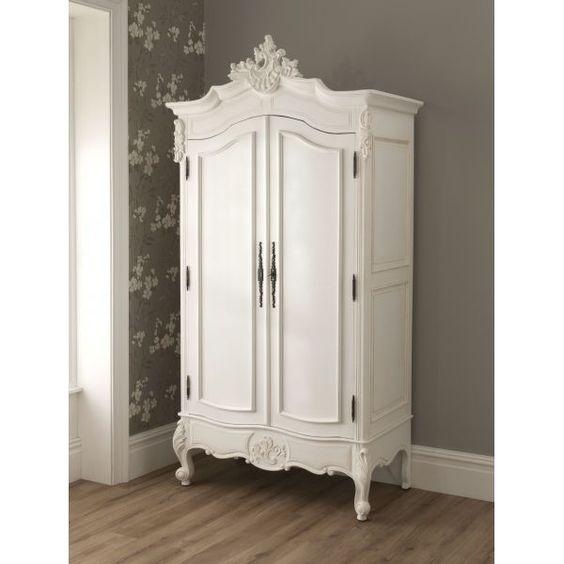 Así de bonito podría quedar un armario antiguo pintado de blanco ...