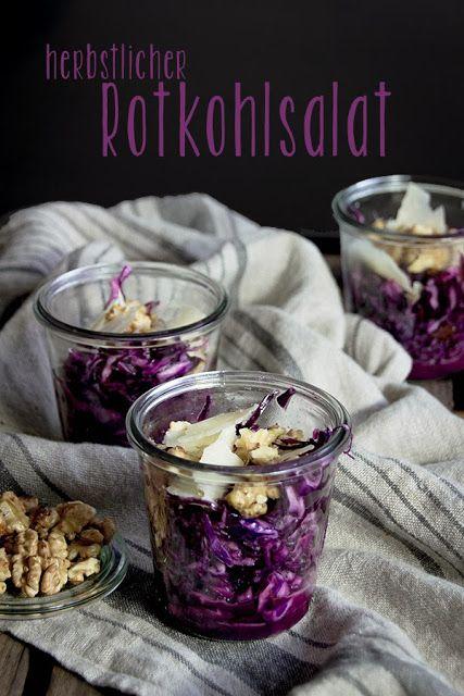 Seelenschmeichelei: {Rotkohl mal anders} Als herbstlicher Salat mit karamellisierten Walnüssen, Pecorino und Datteln