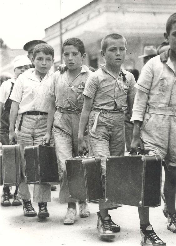 Niños españoles de familias republicanas exiliados a consecuencia de la guerra civil 1936 - 1939: