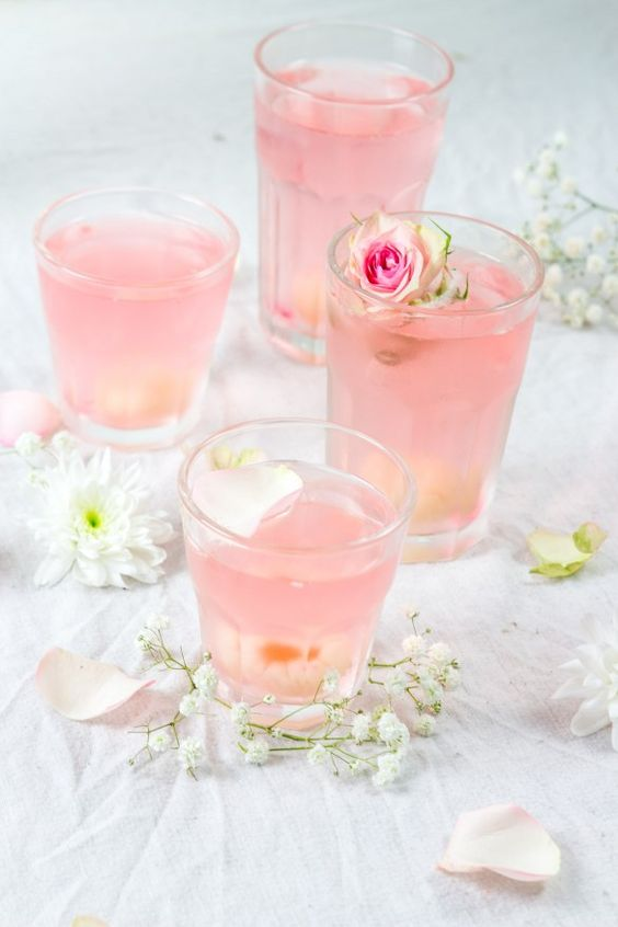 Lychee cocktail prosecco and rose water in french 21 for Cocktail litchi