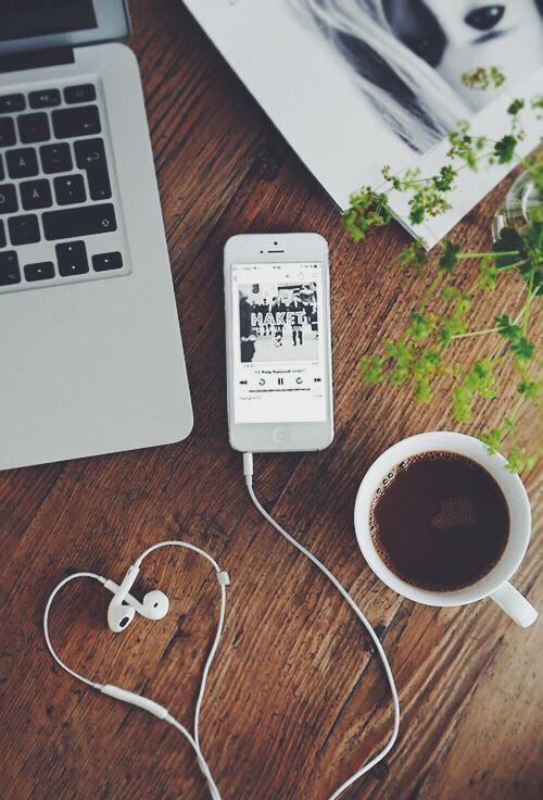 Imagen de coffee, iphone, and music