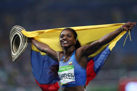 RT @CaracolDeportes: #SaltoTriple Caterine Ibargüen recibe su medalla de #Oro y se entona el himno nacional https://t.co/WayhBhN5wU https://t.co/zVfhkjk0Jd