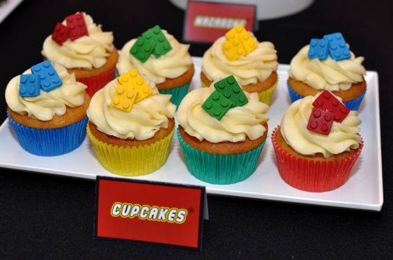 boy's Lego birthday party cupcakes www.spaceshipsandlaserbeams.com
