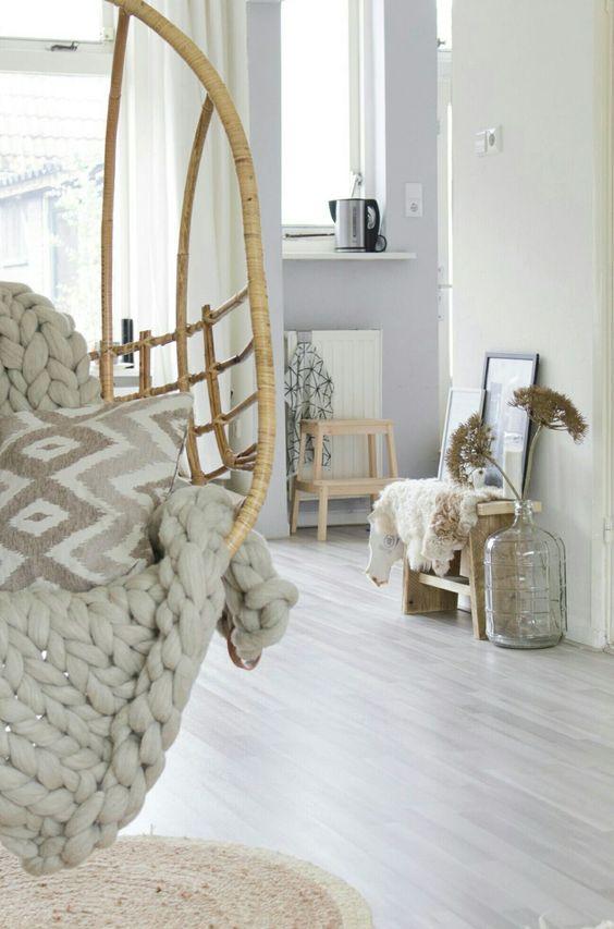 Plaid_chunkyblanked_chunkyknitt_hangstoel_hangingchair_Scandinavië design_www.puurkees.nl