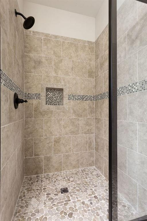 Tile With Silver Asp Gl Slate