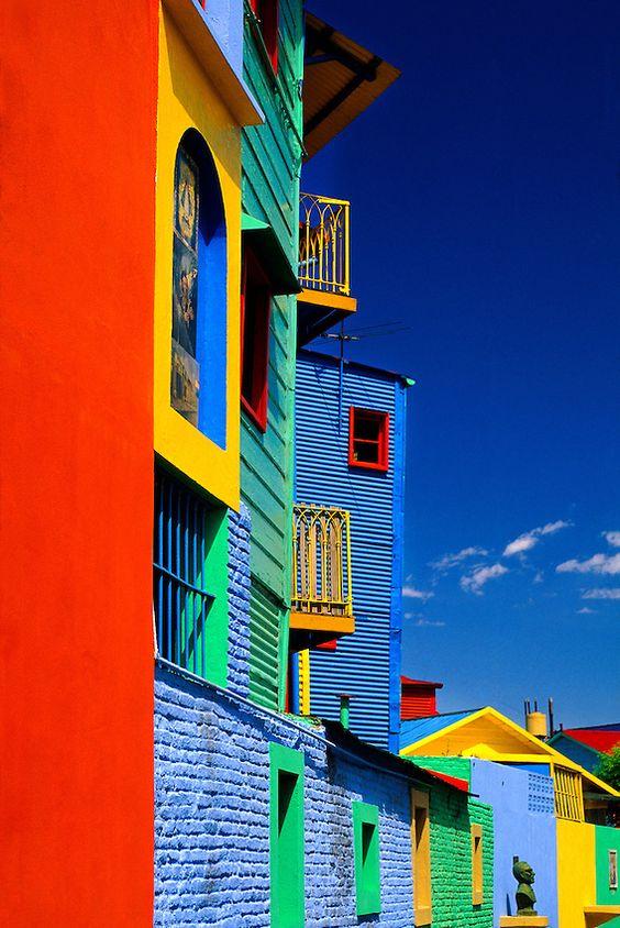 Colours of Caminito in La Boca, Buenos Aires, Argentina. photo: Blaine Harrington Ailleurs communication, www.ailleurscommunication.fr Jeux-concours, voyages, tarde marketing, publicité, buzz, dotations Plus
