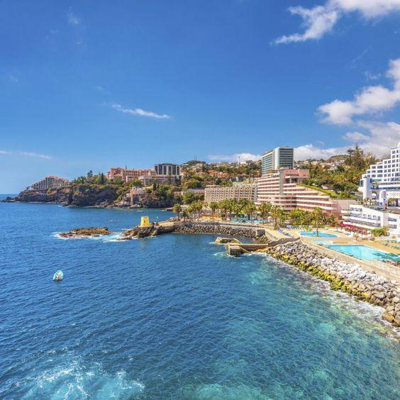 Ganz so einsam ist die Insel Madeira nicht, trotzdem bietet sie einen super entspannten Badeurlaub weit weg vom Alltag. Brauchst …